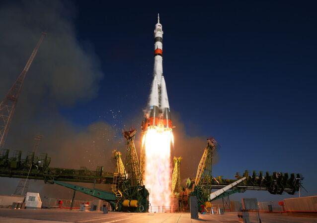 Lançamento do foguete portador Soyuz-2.1a com a nave Soyuz MS-14 (imagem referencial)