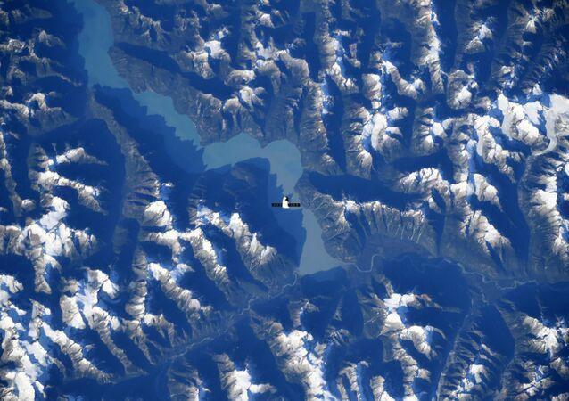 Espaçonave SpaceX Dragon vislumbra paisagem das Montanhas Rochosas do Canadá