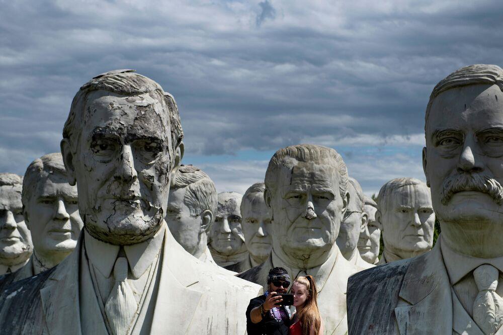 Bustos dos ex-presidentes dos EUA em Williamsburg (Brooklyn)