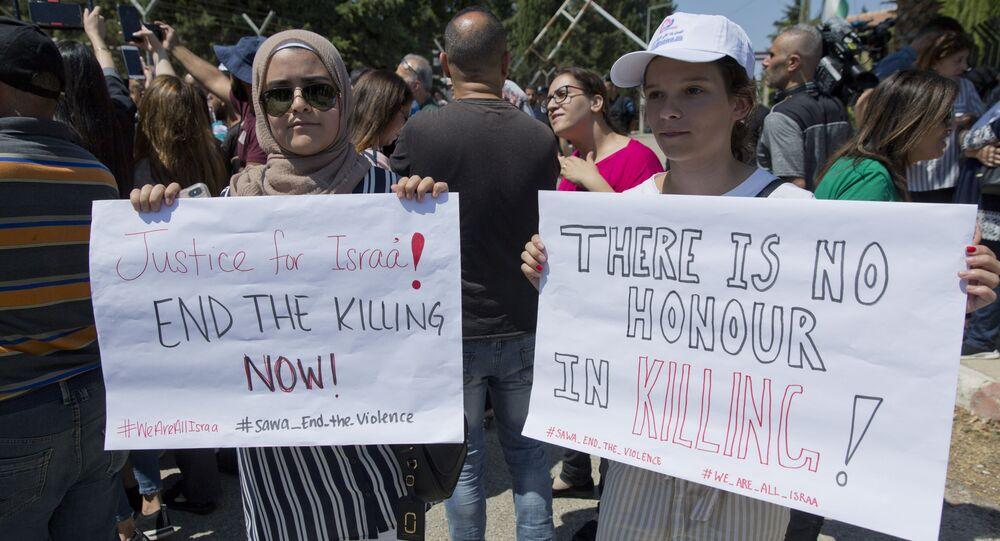 Palestinas protestam em Ramallah após morte de uma possível vítima de 'crime de honra' em Beit Sahour, na Cisjordânia