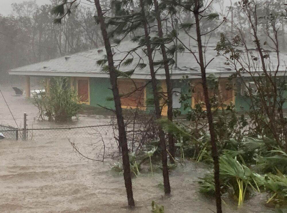 Enchente provocada pelo furacão Dorian em Freeport, nas Bahamas, 3 de setembro de 2019