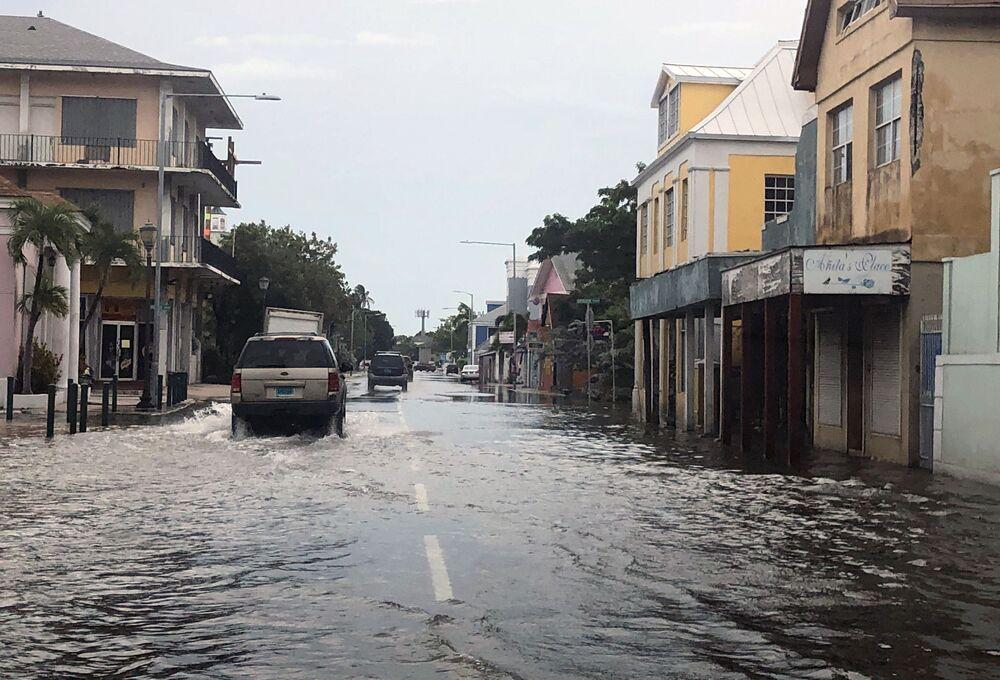 Vista de rua inundada no centro de Nassau, nas Bahamas, em 3 de setembro de 2019