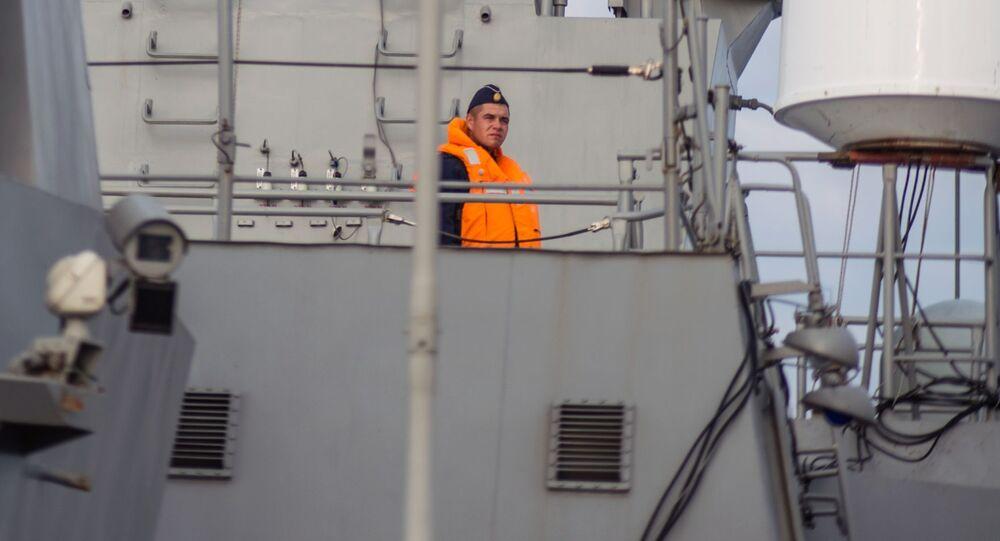 Sinaleiro na ponte de comando do navio de mísseis do projeto 21631 Orekhovo-Zuyevo durante os exercícios militares da Frota do Mar Negro e do Distrito Militar do Sul da Rússia na Crimeia