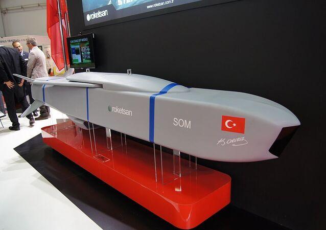 Maquete de míssil de cruzeiro turco SOM
