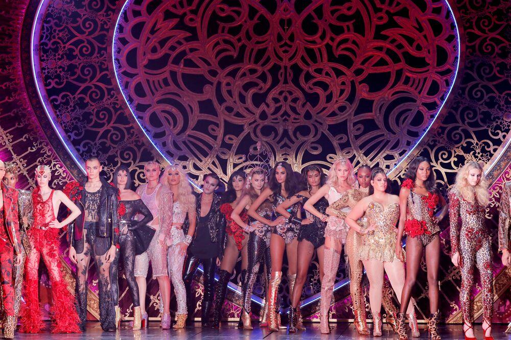 Modelos apresentam criações da coleção The Blonds Spring 2020 durante performance de colaboração com Moulin Rouge! The Musical durante a New York Fashion Week, em Nova York, EUA, 9 de setembro de 2019