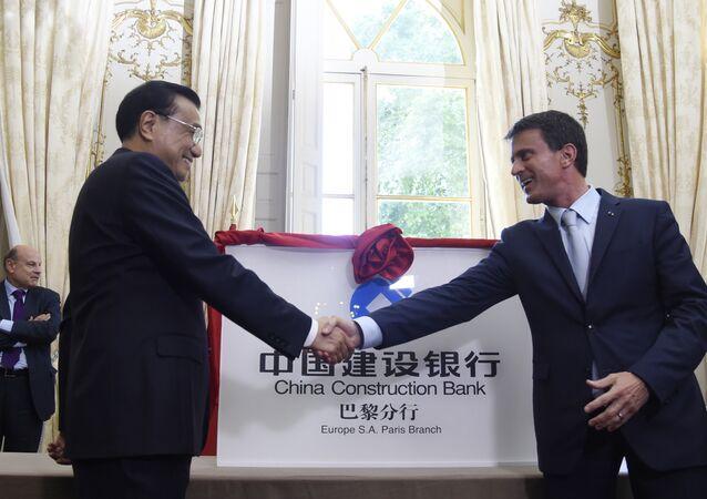 O primeiro-ministro chinês, Li Keqiang, durante encontro com o premier francês, Manuel Valls, em Paris
