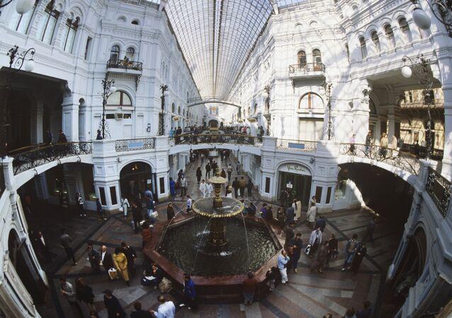 Chafariz no centro do GUM – um dos principais e mais luxuosos shoppings de Moscou
