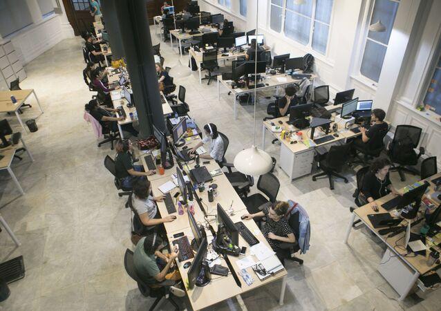 Porto Digital é um parque tecnológico que funciona como incubadora de startups e empresas que querem se instalar na região. A startup In Loco Media, faz anúncios baseados em localização para grandes empresas