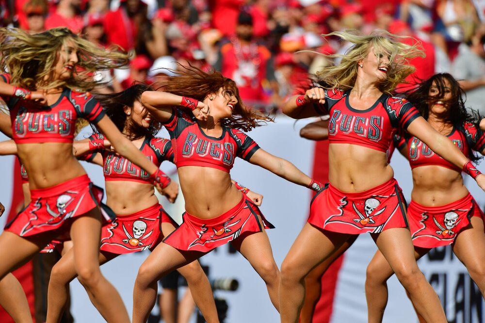 Animadoras de torcida no estádio de Raymond James, no estado da Flórida, nos EUA