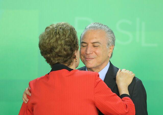 Presidente Dilma Rousseff e vice-presidente Michel Temer se encontram com lideranças políticas durante campanha do governador do Rio, Luiz Fernando Pezão, 24 de julho de 2014