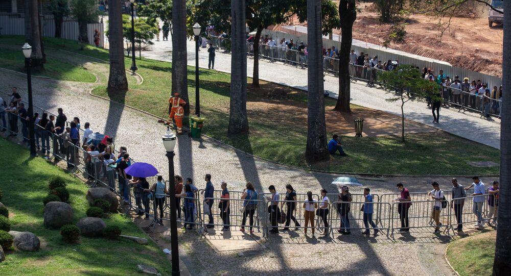 Desempregados enfrentam fila em busca de uma oportunidade de trabalho na 4° edição do Mutirão de Emprego, na sede do Sindicato dos Comerciários, centro de São Paulo, em 17 de setembro de 2019
