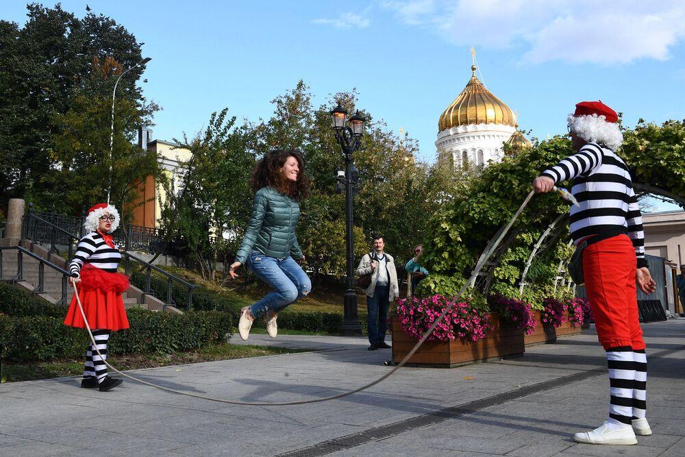 Participantes do festival de arte circense em Moscou, Rússia