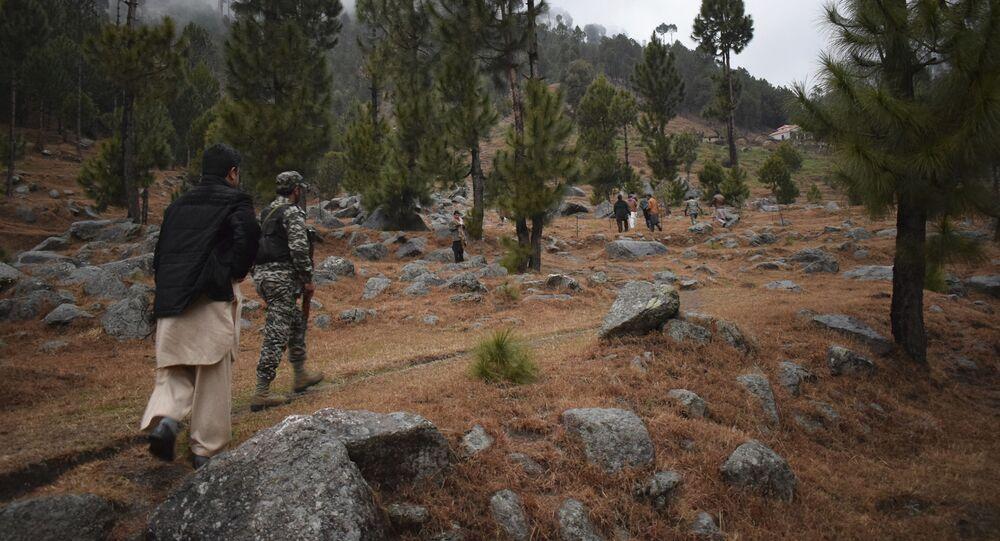 Tropas e jornalistas visitam Balakot, no Paquistão, local alvo de ataques da Índia em fevereiro