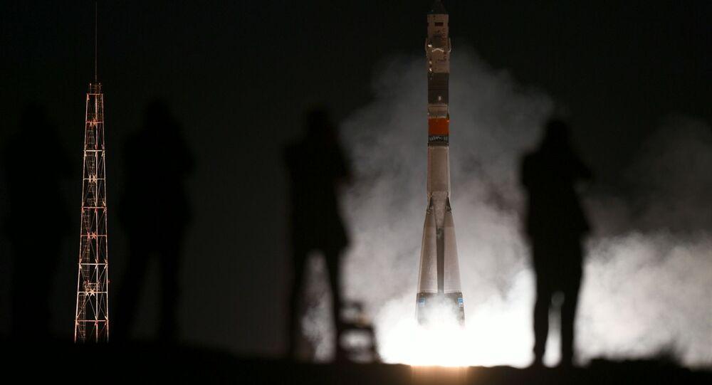 Lançamento do foguete portador Soyuz-FG com a espaçonave tripulada Soyuz MS-15 a partir do cosmódromo de Baikonur, no Cazaquistão