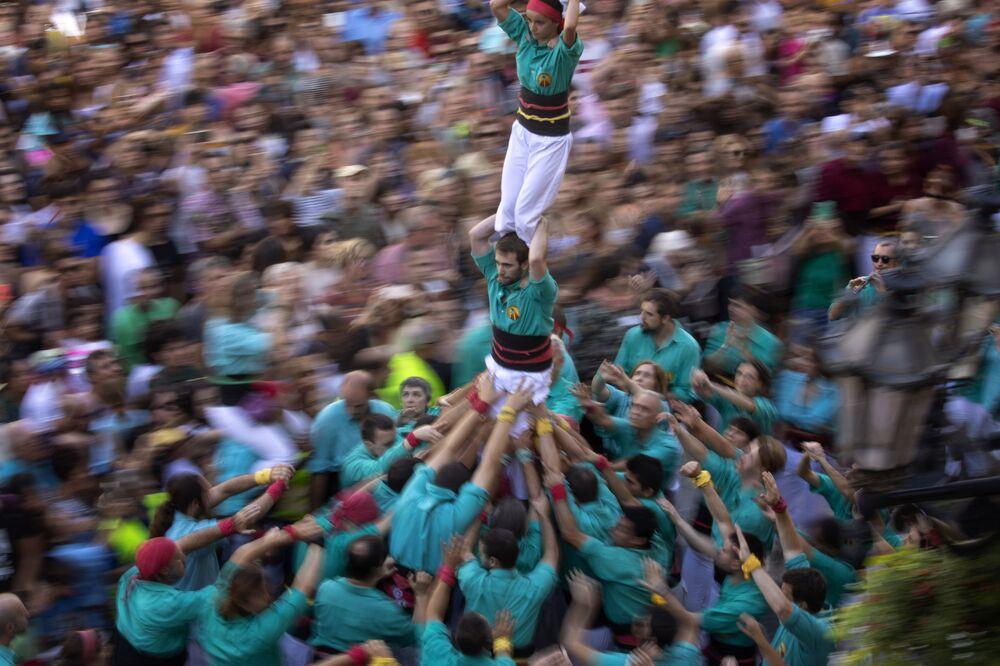 Torre humana durante celebração La Mercè em Barcelona, Espanha em 24 de setembro