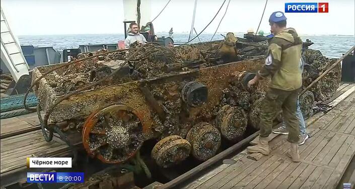 Operação de remoção do blindado StuG III