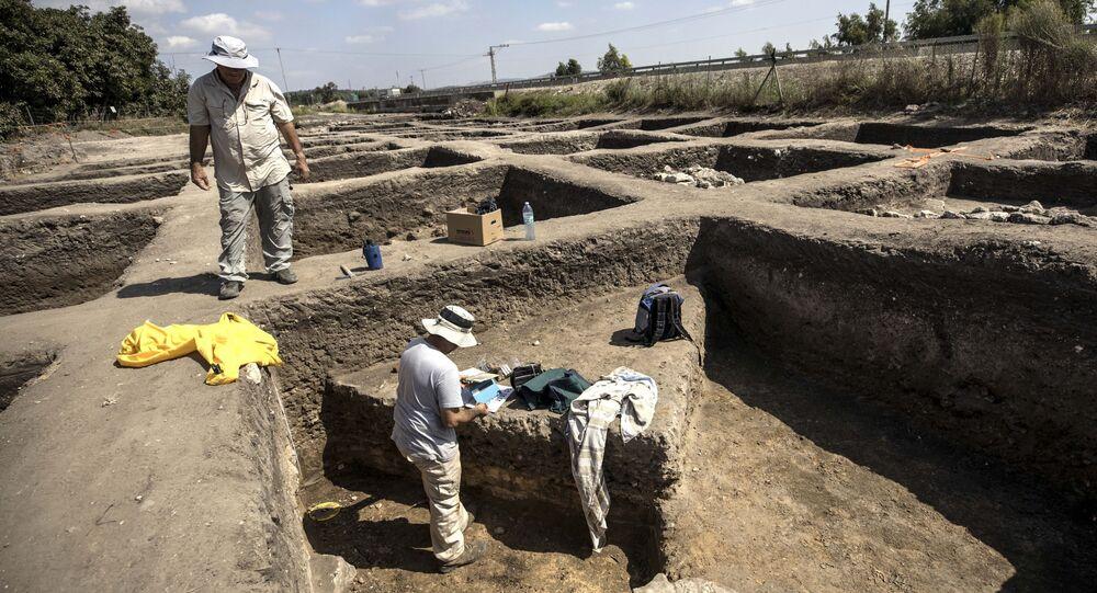 Arqueólogos trabalham em grande cidade de 5.000 anos descoberta perto da cidade de Harish, no norte de Israel, 6 de outubro de 2019