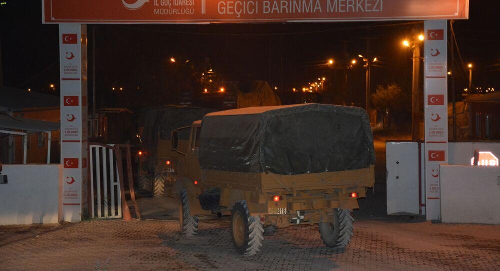 Veículos militares turcos perto da fronteira com Síria (foto de arquivo)