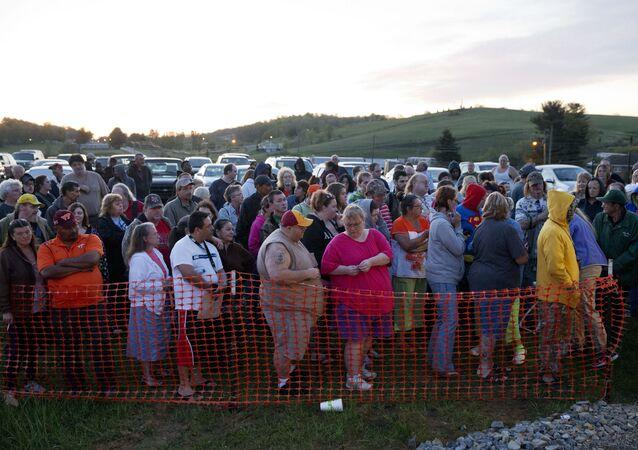 Desigualdade nos EUA: americanos fazem fila para receber atendimento médico, em ação para atender pessoas sem seguro saúde