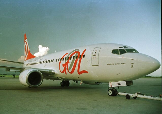 Boeing 737-700 da Gol estacionado em hangar no Aeroporto Internacional do Rio de Janeiro