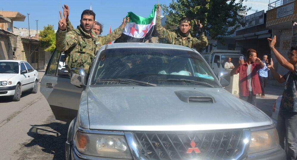 Militantes curdos na região de Akçakale na fronteira entre a Turquia e a Síria