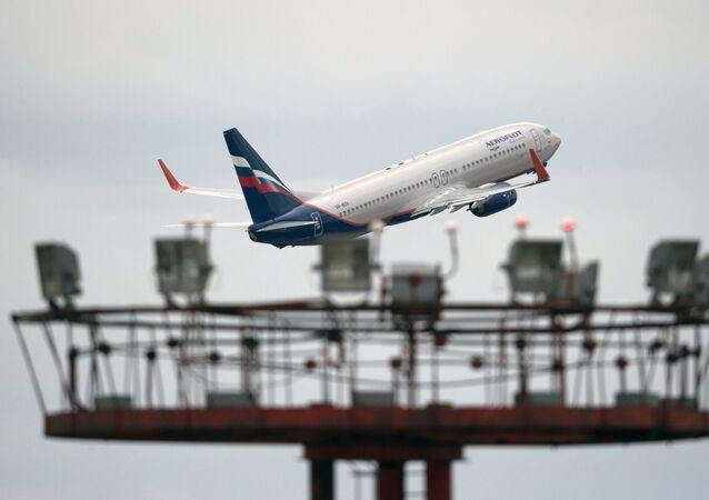 Boeing 777 da companhia aérea russa Aeroflot decola no aeroporto Sheremetevo em Moscou