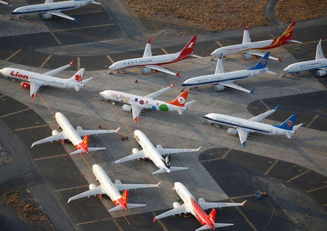 Visão aérea de aeronaves modelos 737 MAX impossibilitadas de operar, estacionadas em aeroporto nos EUA, em setembro de 2019