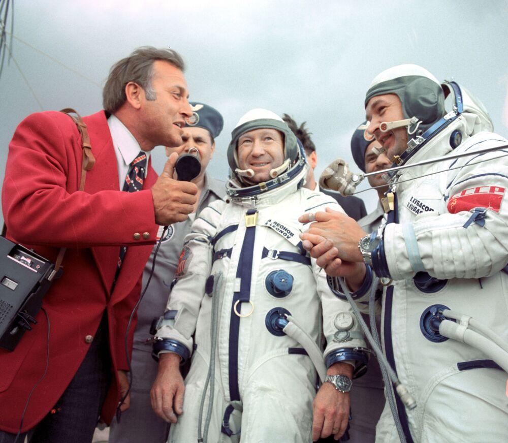 Tripulação de nave espacial Soyuz-19, cosmonautas da URSS Aleksei Leonov e Valery Kubasov