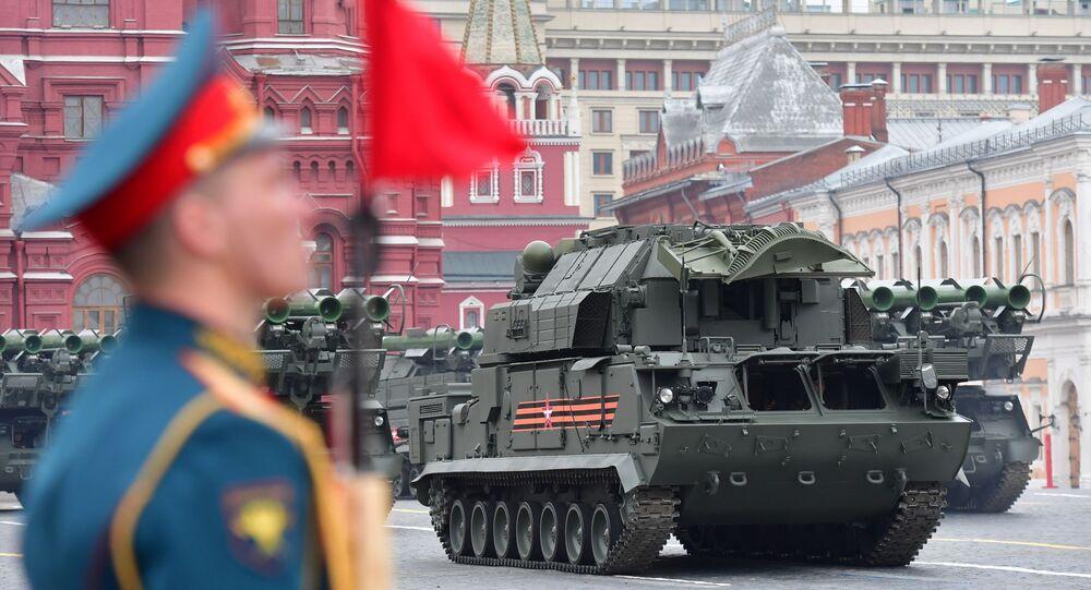 Sistema de mísseis Tor-M2 em parada militar na Praça Vermelha, em Moscou