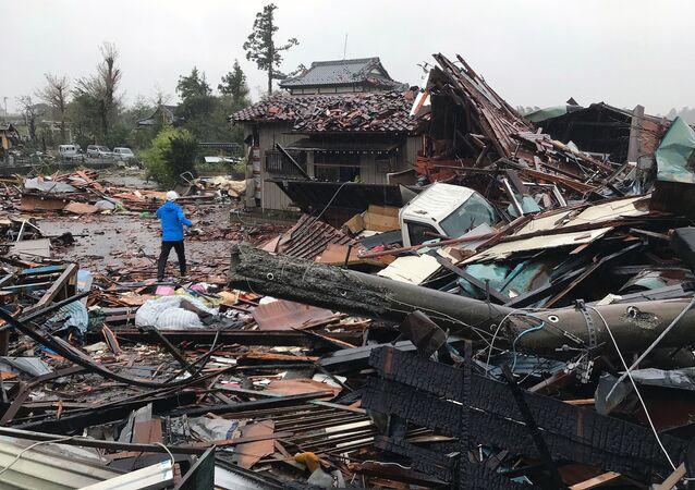 Prédios danificados pelo tufão Hagibis em Ichihara, na prefeitura de Chiba, 12 de outubro de 2019