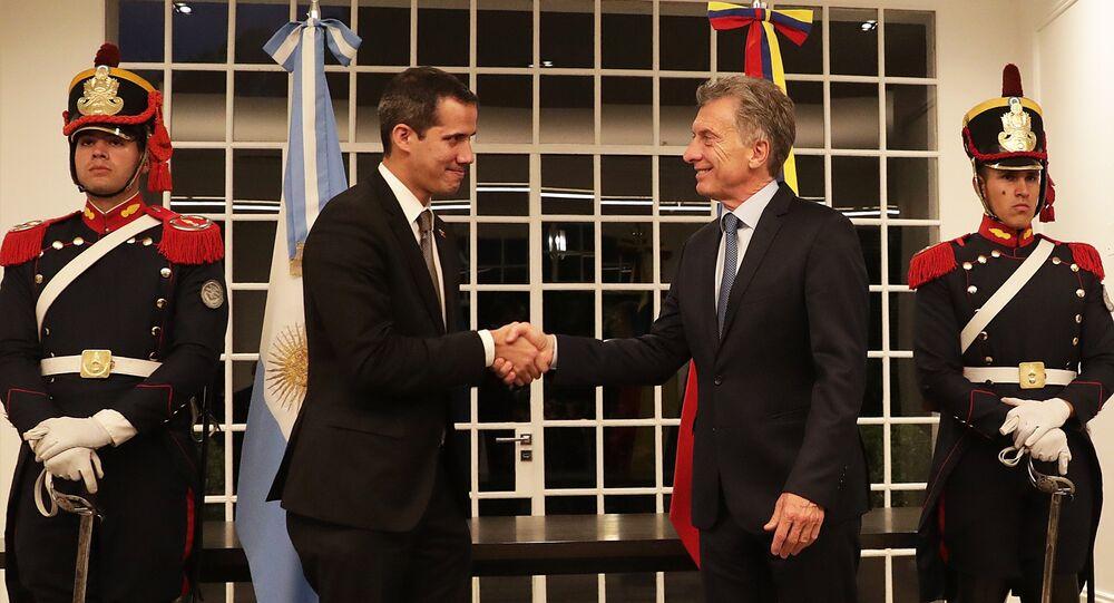 Líder oposito venezuelano Juan Guaidó (à esquerda) com o presidente argentino Mauricio Macri (à direita) em Buenos Aires