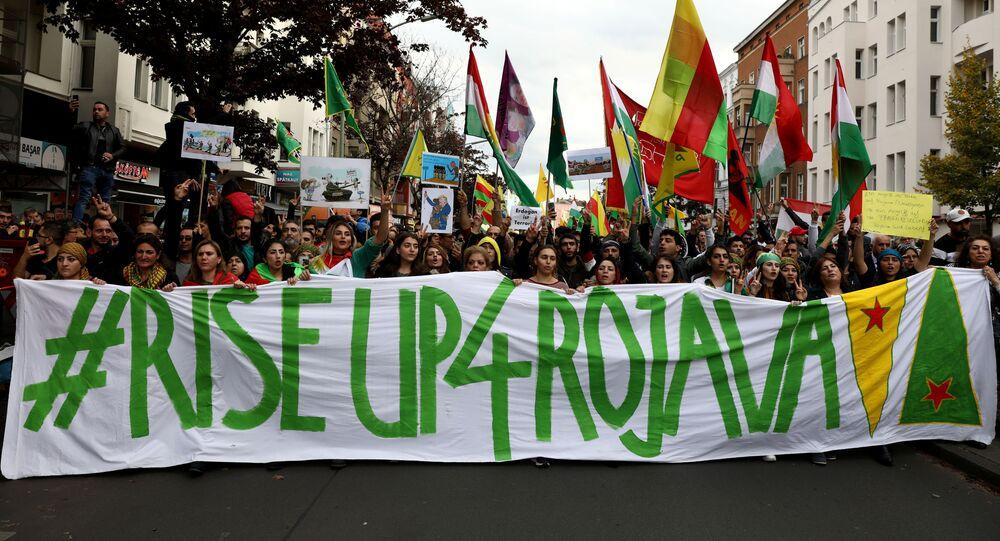 Manifestação em Berlim em apoio aos curdos e contra a nova operação militar da Turquia na Síria, sábado, 12 de outubro de 2019