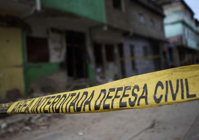 Rua interditada por Defesa Civil