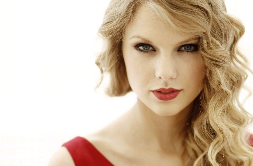 Atriz e cantora americana Taylor Swift posando para um retrato em West Hollywood, na Califórnia