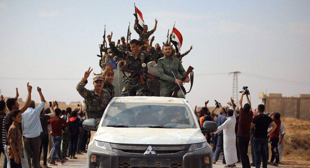 Exército sírio entra na cidade de Ein Issa, ao norte de Raqqa, no dia 14 de outubro de 2019