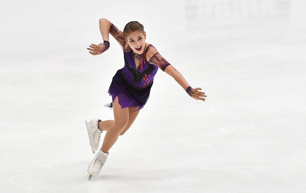 Patinadora artística russa Alyona Kostornaya se apresenta durante a competição Finlandia Trophy 2019 da patinação artística em Espoo, Finlândia