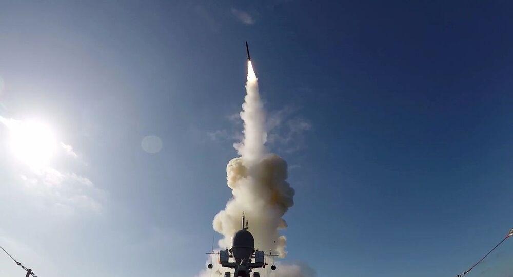 Lançamento de míssil de cruzeiro Kalibr durante os exercícios militares de grande escala Grom (Trovão) 2019, na Rússia (imagem referencial)