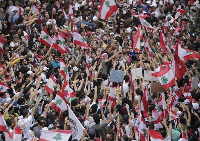 Manifestação contra o governo do Líbano em Beirute neste domingo, 20 de outubro de 2019
