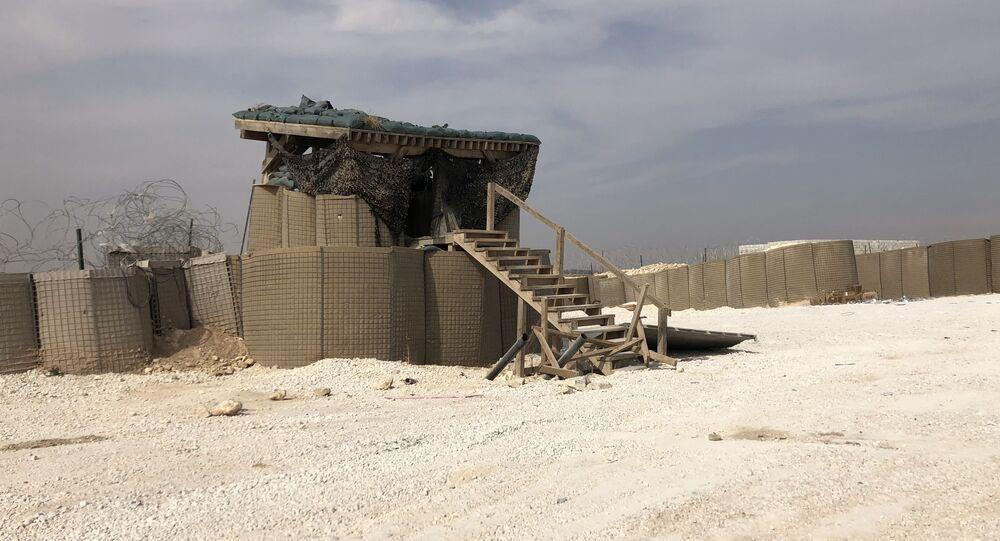 Posto de supervisão na base militar abandonada dos EUA no povoado de Dadat, pero de Manbij, Síria