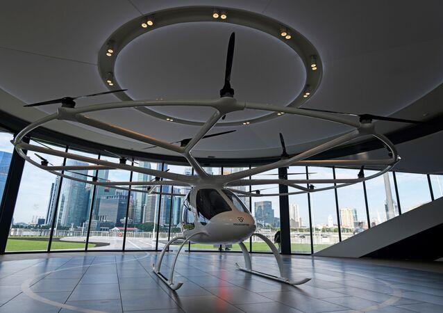 Volocopter à mostra em Marina Bay, onde o voo de teste de transporte aéreo não tripulado Volocopter será realizado durante o 26º Congresso Mundial de Sistemas de Transporte Inteligentes (ITSWC) em Singapura, 21 de outubro de 2019.