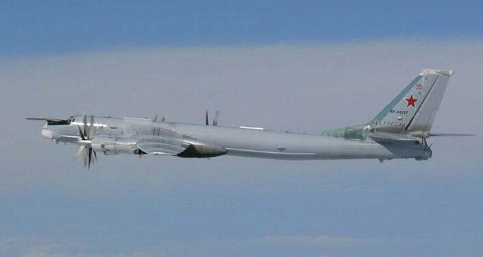 Bombardeiro estratégico russo Tu-95MS durante voo de rotina nas águas internacionais próximas ao Japão e à Coreia do Sul