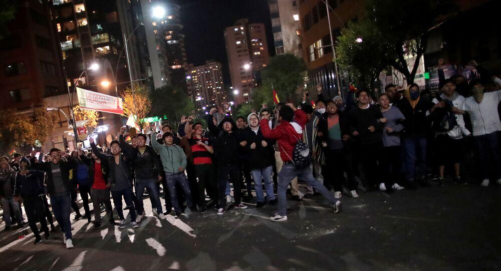 Apoiadores do opositor de Evo Morales nas eleições da Bolívia em protesto em La Paz, 21 de outubro de 2019
