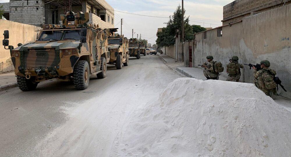 Soldados turcos na cidade fronteiriça síria de Tel Abyad
