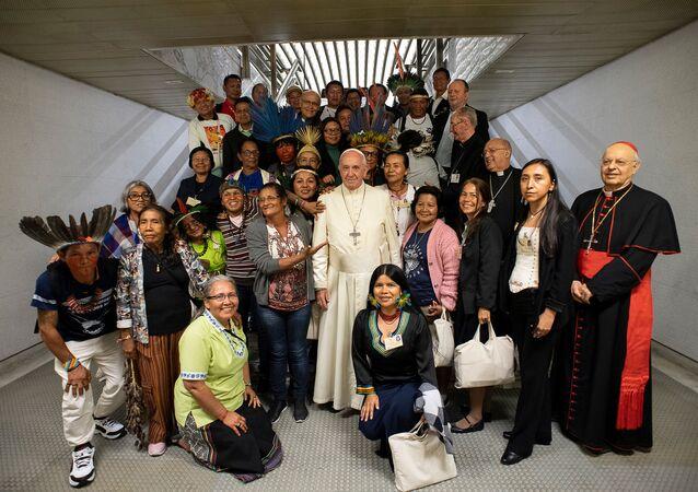 Papa Francisco recebe representantes de comunidade indígena da Amazônia no Vaticano