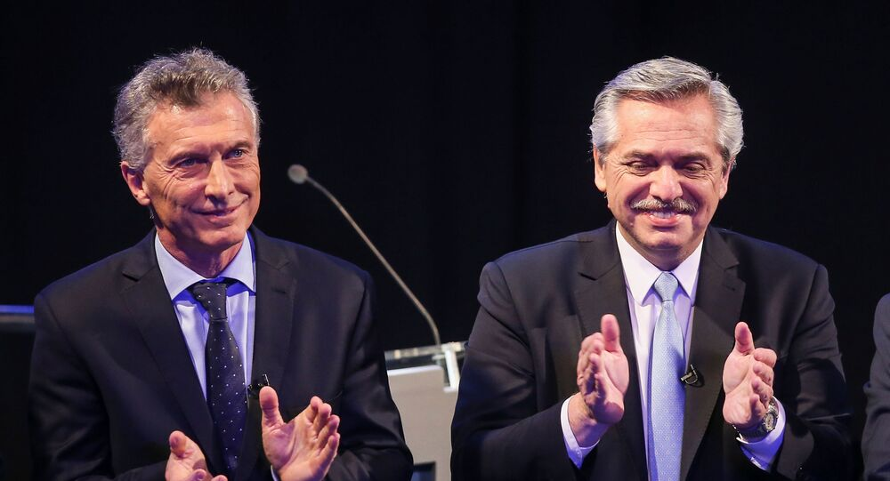 Mauricio Macri (à esquerda) e Alberto Fernandez (à direita) durante um debate presidencial, em 20 de outubro de 2019