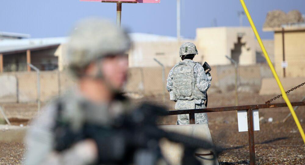 Soldados norte-americanos Soldados norte-americanos na base militar Taji, que recebe tropas iraquianas e norte-americanas, e está localizado ao norte da capital Bagdá (imagem de arquivo) de guarda no Campo Taji, que recebe tropas iraquianas e norte-americanas, e está localizado ao norte da capital Bagdá (imagem de arquivo)