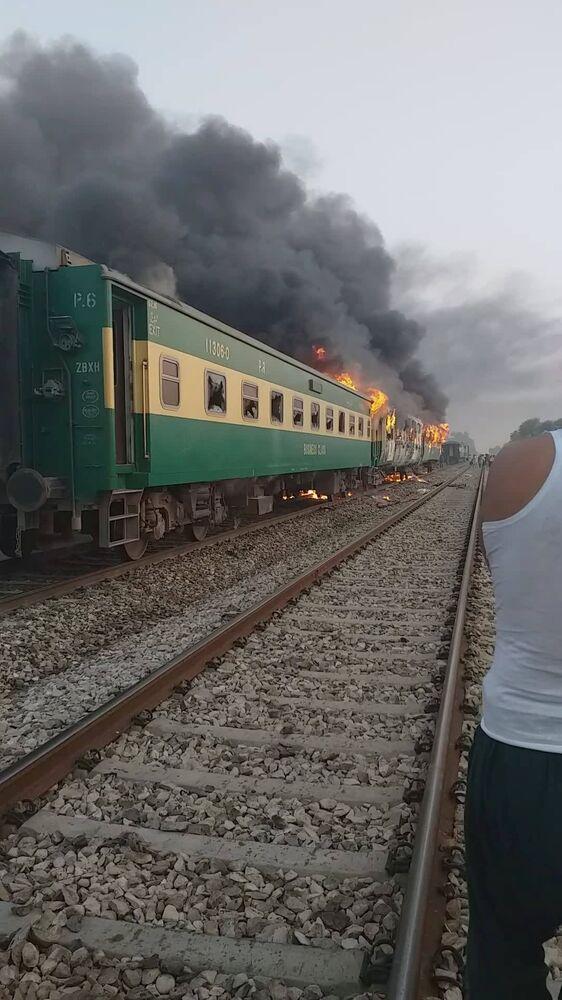 Imagem mostra um dos vagões do trem aparentemente não atingido pelas chamas da explosão do botijão de gás