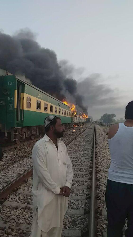 Janelas de vagões teriam sido quebradas durante fuga dos passageiros das chamas