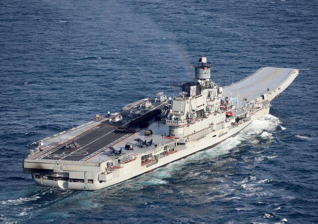 O cruzador porta-aviões pesado russo Admiral Kuznetsov