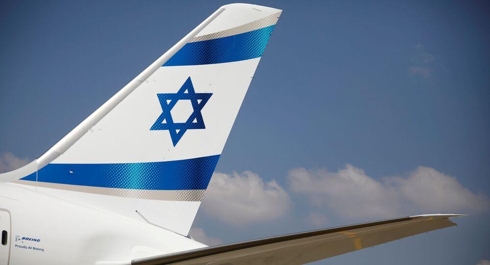 Bandeira israelense na cauda de um avião da companhia aérea El Al, no aeroporto Ben Gurion, em Tel Aviv, Israel